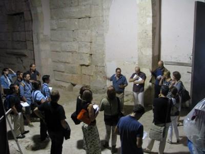 Recinte annex al claustre de la Catedral, on s'excava i on s'espera trobar una exedra semicircular de la segona meitat del segle I dC.
