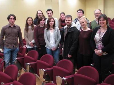 Foto de grup, amb participants a la jornada i els coordinadors.