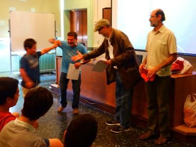 Moment del lliurament d'un diploma. Al centre, el director de l'ICAC, Joan Gómez Pallarès.