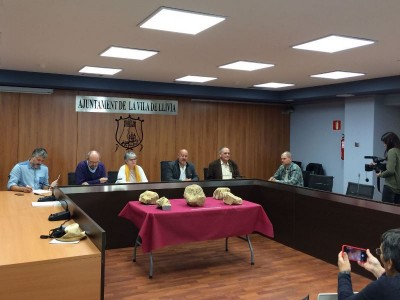 D'esquerra a dreta, Oriol Vicente (UAB), Maite Miró (Servei d'Arqueologia), Elias Nova (alcalde de Llívia), Josep Guitart i Jordi Guàrdia.