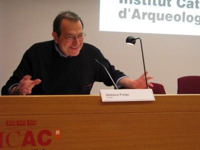 Stefano Pulga durant la seva conferència a la Sala d'actes de l'ICAC.