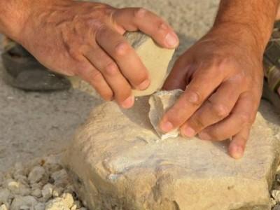 Saber com els homínids feien eines és un dels casos d'estudi en què s'aplica l'arqueologia experimental. Foto: IPHES.