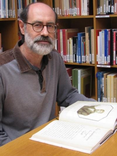 Jordi López amb el llibre, publicat per l'Associació de Bibliòfils de Tarragona.
