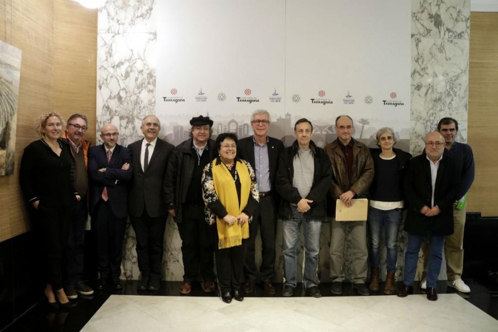 Una imatge amb els representants de totes les institucions implicades en el projecte: Ajuntament de Tarragona, ICAC, ICIQ, IISPV , IPHES i URV. Foto: ACN