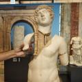 Julio Ruiz fa una relectura de l'escultura d'Antínous, al MNAT