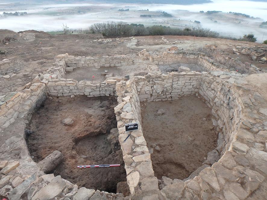 Bastió i trull descoberts a Coll del Moro de ICAC està subjecta a una llicència de Reconeixement-NoComercial-CompartirIgual 4.0 Internacional de Creative Commons