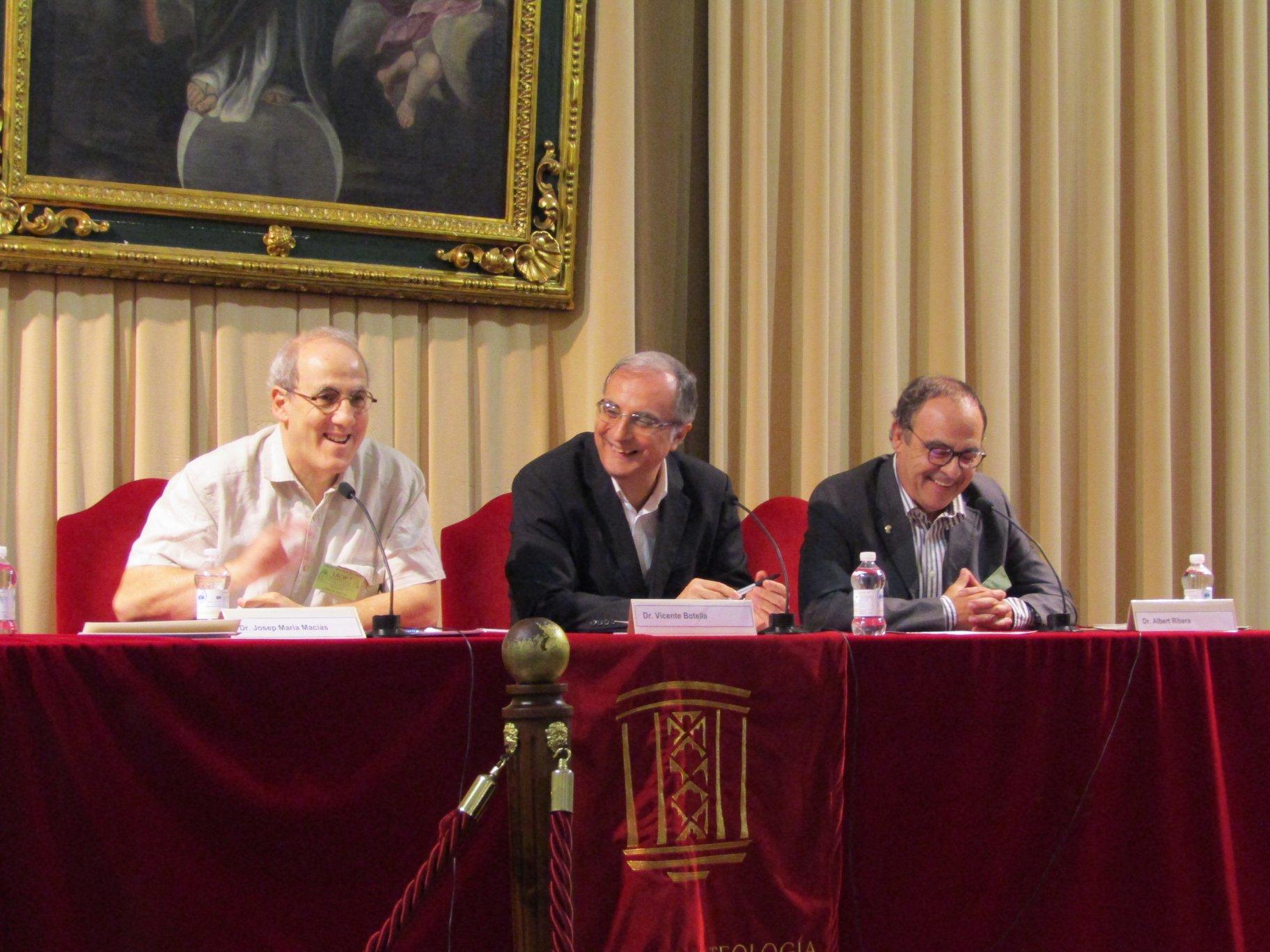 Josep Maria Macias,  Vicente Botella i Albert Rivera, en una de les sessions del congrés (Foto cedida: Facultat de Teologia de València)