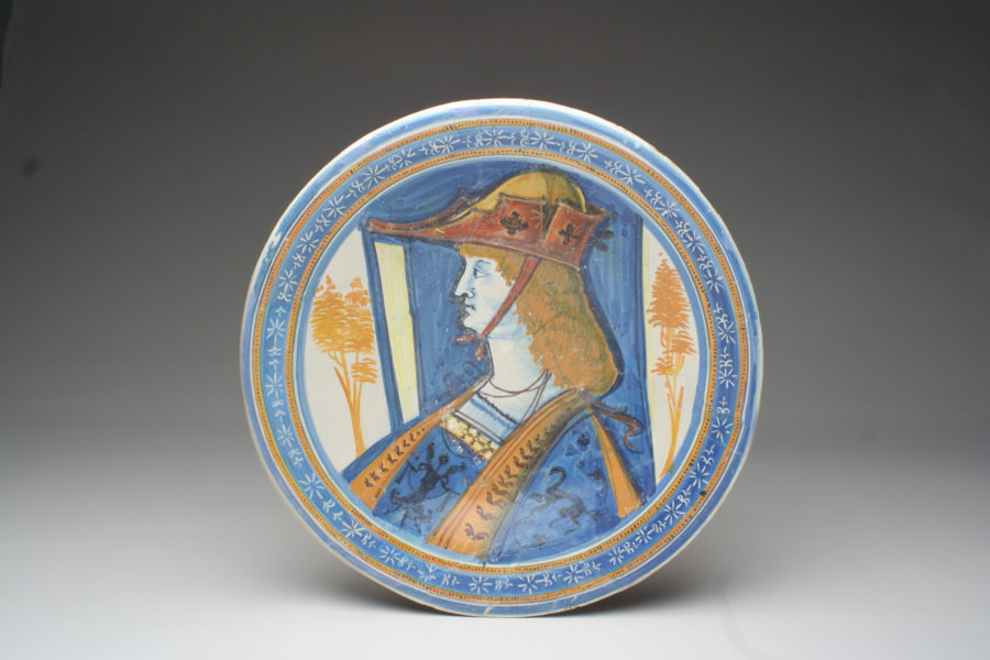 Renaissance ceramic plate with male bust ©Museo Montelupo