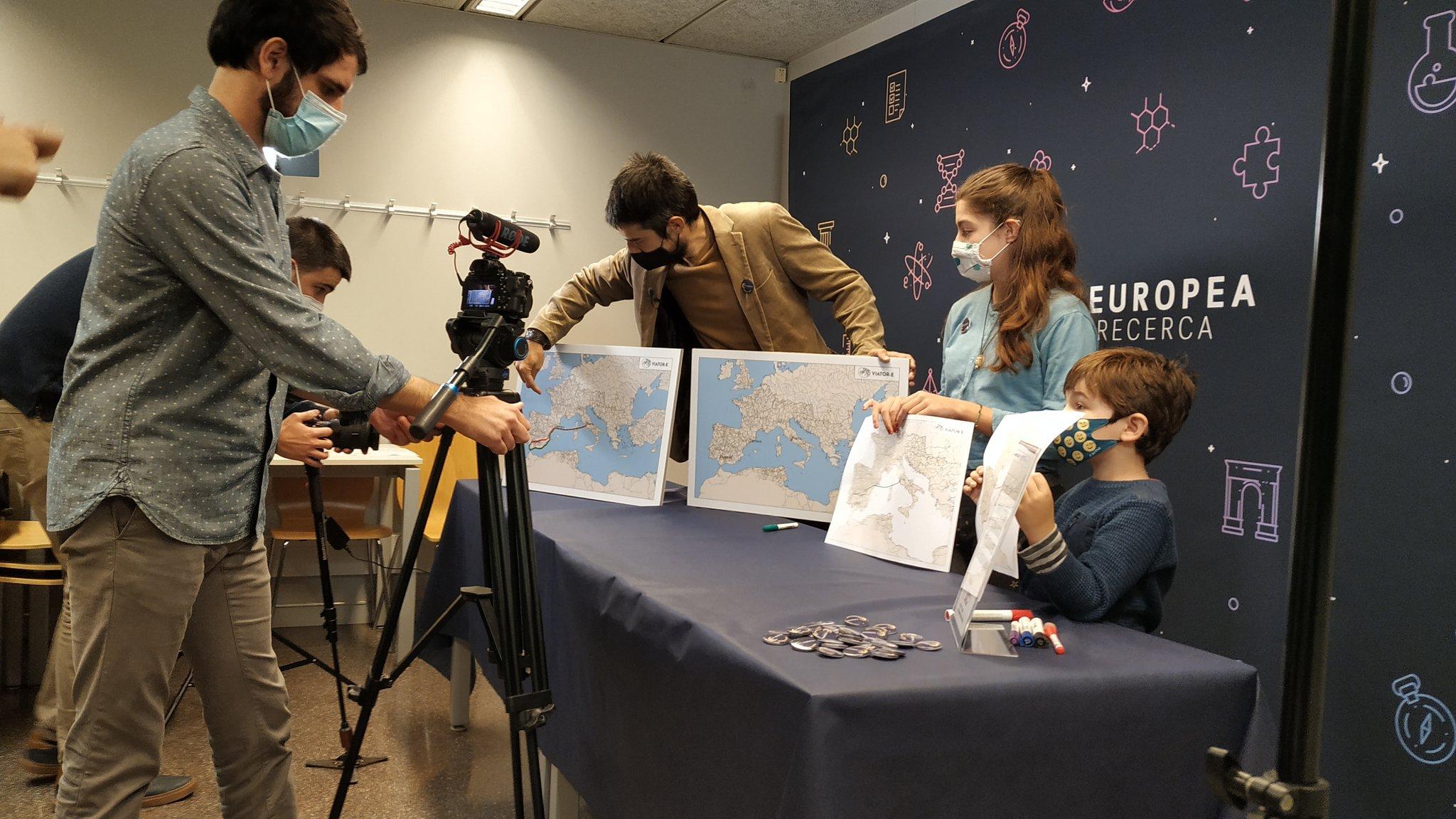 L'investigador Pau de Soto, en la sessió de gravació del seu taller sobre transport i vies romanes.