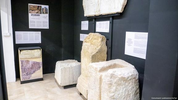 Espai de la sala Tarracròpolis on s'exposen les reproduccions epigràfiques. Foto: Arquebisbat de Tarragona, Santi Grimau.