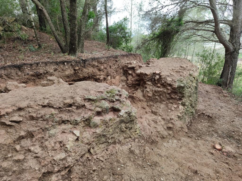 Excavació al contrafort del segon tram de l'aqüeducte, al terme de Vallmoll (Alt Camp). Foto © ICAC