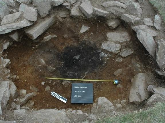 Restes de la llar de foc del neolític a Aigols Podrits II (Capçalera del Freser). Foto: ICAC, 2016.