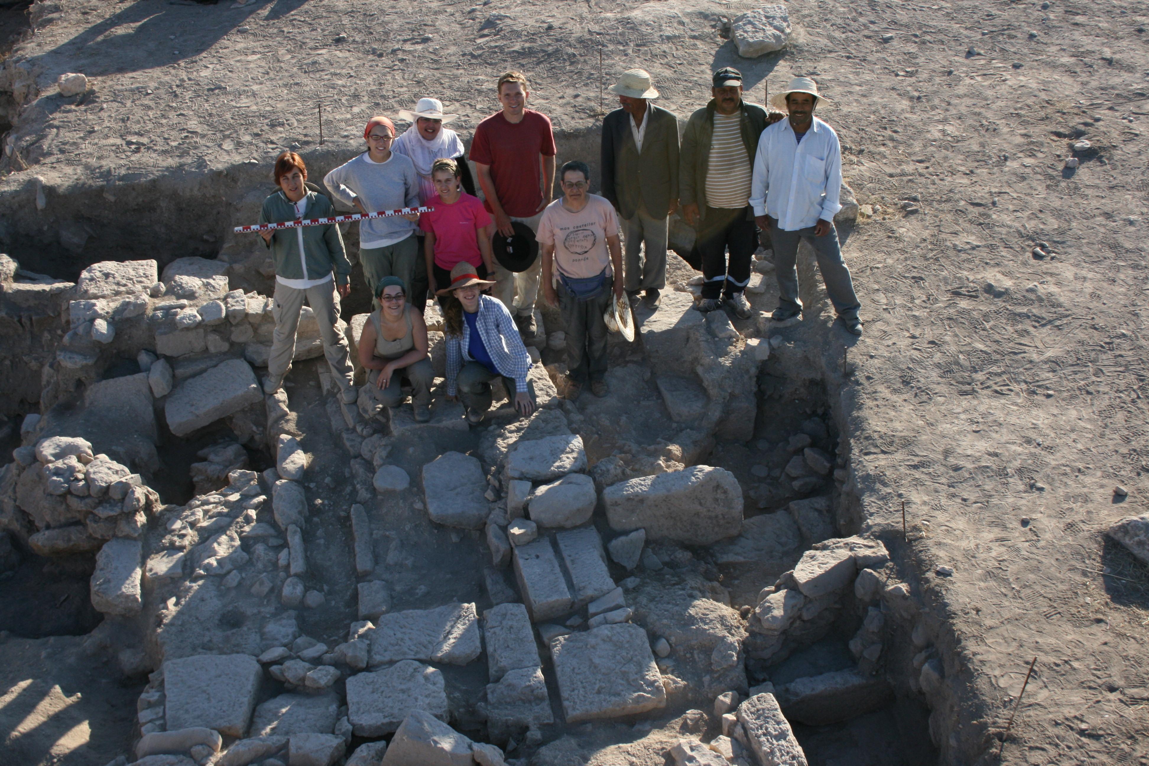 Membres de l'equip d'excavació dirigit per M. C. Belarte